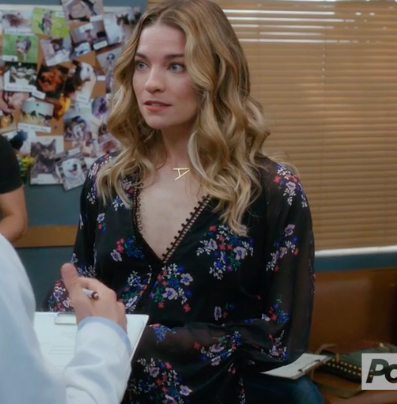 Schitt's Creek Fashion: Alexis Rose's A Necklace